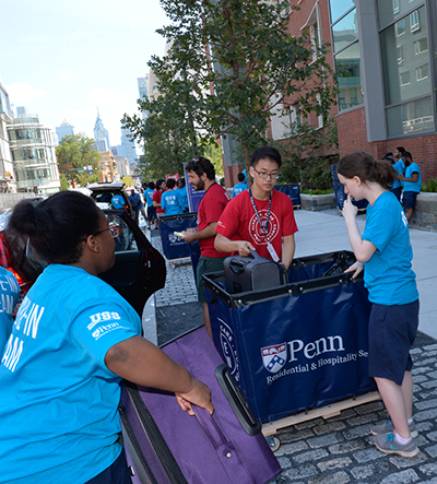 Students move in to New College House.